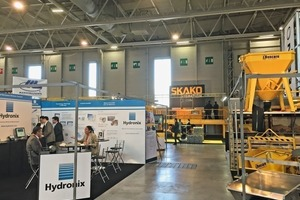 """<div class=""""bildtext_en"""">On the booths many exhibitors presented machinery and equipment</div>"""