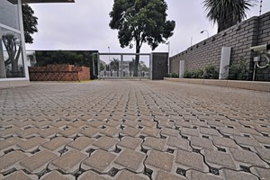 "<div class=""bildtext_en"">The 80 mm Uni-Ecolok block is ideal for ­driveways, car parks, streets, light and heavy-duty industrial yards, as well as bus terminals and sub­urban arteries</div>"