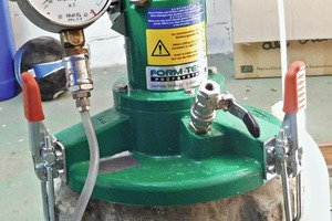 "<div class=""bildtext_en"">Pressure gauge at container bottom</div>"