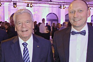 President Joachim Gauck and Roy Thyroff, Managing Director of V. Fraas ­Solutions in Textile GmbH, ­after the award ceremony