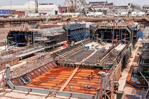 """<div class=""""bildtext_en"""">Altogether eleven tunnel segments with an average length of 106m wereconcreted in the dry dock using this formwork </div>"""