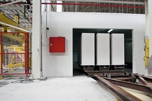 """<div class=""""bildtext_en"""">Heatable waiting area in front of the autoclaves</div>"""