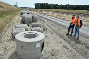 """<div class=""""bildtext_en"""">Concrete and reinforced-concrete pipes from DN300 to DN1,400 with and without base as well as a large number of manholes, bases and culverts were delivered to project section6</div>"""
