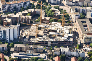 "<div class=""bildtext_en""><strong>→ </strong>Aerial view during the shell construction phase</div>"