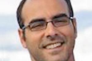 Liberato Ferrara Dr., Assistenzprofessor für Statik und Tragwerksplanung am Politecnico di Milano in Italien. Zuvor war er Fulbright-Gaststipendiat an der ACBM, Northwestern University; seit 2008 ist er zudem Gastdozent an der Jiaotong-Universität in Beijing. Er ist Vorsitzender des Technischen Ausschusses 544-C der ACI (Prüfung von faserbewehrtem Beton) und Mitglied in weiteren Ausschüssen innerhalb der ACI, RILEM und FIB. In Kooperation mit anderen Forschungseinrichtungen und Bauunternehmen leitete er mehrere Forschungsvorhaben. Er war Mitglied der Organisationsgremien und wissenschaftlichen Beiräte mehrerer internationaler Konferenzen zu faserbewehrtem und selbstverdichtendem Beton. Seine Forschungsschwerpunkte umfassen faserbewehrte zementgebundene Verbundwerkstoffe, selbstverdichtenden Beton, die computergestützte Modellierung des Verhaltens von Beton, die zerstörungsfreie Überwachung der Faserverteilung, die Bruch- und Schadensmechanik quasi-spröder Werkstoffe sowie Konstruktionen und Bauwerke aus Betonfertigteilen. (liberato.ferrara@polimi.it)