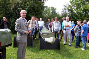 Dyckerhoff-Marketingdirektor Martin Möllmann begrüßt Gäste und Ruderer