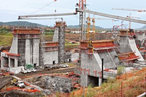 """<div class=""""bildtext_en"""">In the construction of the pumping station at the Miraflores lock …</div>"""