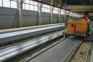 """<div class=""""bildtext_en"""">View of the prestressed concrete floor-slab production line</div>"""