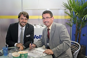 """<div class=""""bildtext_en"""">Wesley Gomes, head of the Vollert do Brasil, Belo Horizonte (left), with BFT International editor Silvio Schade at the Concrete Show in Sao Paulo, Brazil </div>"""