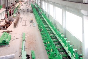 Fig. 1 Installation of the 72 m long base frame formwork  by Avermann.