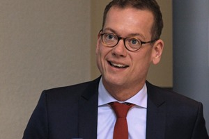 """<div class=""""bildtext_en"""">Dipl.-Kfm. Florian Klostermann, Chairman of the SLG Executive Board, welcomed members to the meeting held at Mercure Hotel in Kelsterbach</div>"""