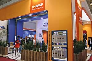 """<div class=""""bildtext"""">Auf einem der größten Ausstellungsstände präsentierte sich BASF SE</div>"""