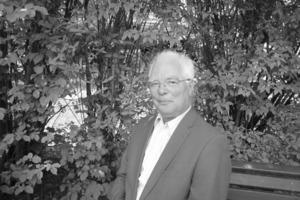 """<em>Dr.-Ing. habil. et Dr. sc. techn. Horst Ahlers</em><br /><em>Jg. 1939; </em>Hochschuldozent 25 Jahre Dozenturen an der Technischen Universität Karl-Marx-Stadt (Chemnitz) und der Friedrich-Schiller- Universität Jena; 15 Jahre Vorsitzender des Forschungsvereins Jenasensoric e.v.; Schaffung von Fachgrundlagen zu Entwurf elektronischer Bauelemente, Schaltkreise und elektronischer Sinnes-sensorik, niedergelegt in einer Reihe von Büchern; Praxisüberführung etlicher Entwicklungen wie alphanumerische Lumineszenzdioden Anzeige, mikroelektronische Testfelder, derzeit Elektronische Zunge<br /><span class=""""bildunterschrift_hervorgehoben"""">hhh-ahlers@multisensoric.de</span><br />"""