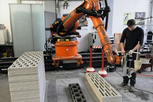 """<div class=""""bildtext_en"""">Additive manufacturing of wall units by extruding lightweight concrete</div>"""