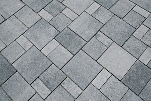 "<div class=""bildtext_en"">Individually manufactured concrete block pavement from the company Adolf Blatt optically harmonizes all elements of the square</div>"