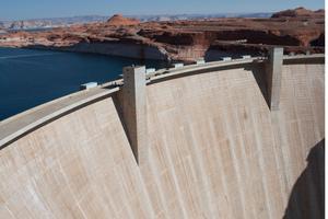 "<span class=""bildunterschrift_hervorgehoben"">Abb. 5 </span>Staudamm Glen Canyon Damm, Lake Powell, Colorado River, Arizona, USA.<br />"