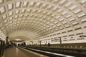 """<span class=""""bildunterschrift_hervorgehoben"""">Abb. 4 </span>Betonwände in der U-Bahnhaltestelle """"Smithonian"""" in Washington DC.<br />"""