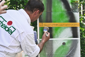 "<div class=""bildtext_en"">Applying different graffiti removers in order to determine the optimum product</div>"