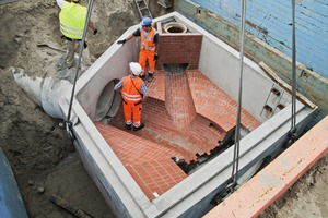 """<div class=""""bildtext_en"""">It just took three days to install themanhole with an overall weight ofapprox. 95 t</div>"""