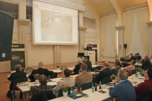 """<div class=""""bildtext"""">Rund 120 Experten aus Handwerk, Industrie und Wissenschaft kamen Ende April nach Wiesbaden</div>"""