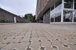 "<div class=""bildtext_en"">Permeable interlocking concrete paving (PICP) allows up to 95 % of rainwater to infiltrate the ground</div>"
