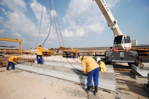 The base plates were precast at the river bank of the Rio Negro