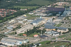 "<div class=""bildtext_en"">Aerial photograph of Beton Fertigteilbau Erfurt (BFE) with the production facility (center) and the company's own PV farm (far right)</div>"