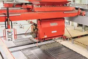 "<div class=""bildtext_en"">The automatic concrete spreaders lower production costs and facilitates handling: The concrete is uniformly distributed, fresh concrete automatically requested</div>"