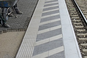 """<div class=""""bildtext_en"""">Adding supplementary Modula Flex slabs also made it possible to retrofit aguidance system for the blind and hatched danger-zone markings within an extremely short construction period whereas the remainder of the platform pavement was installed in a conventional process</div>"""