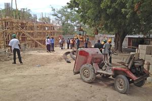 Baustellenbesichtigung während des Auftakttreffens der an dem Kompetenzprüfungsprogramm teilnehmenden Labore