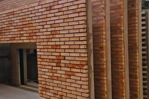 """<div class=""""bildtext_en"""">The restructured pallet circulation line is currently used to produce solid, sandwich and façade elements during the day (as shown onthe photo) and railway sleepers during the night shift</div>"""