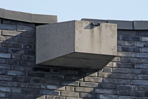 """<div class=""""bildtext_en"""">The central waterspout at the lowest point of the roof. This precast element was colored by adding the maximum permissible pigment ratio of 6%</div>"""