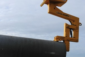 "Fig. 16 The ""Pipe Lifter"" gripper system for pipe laying is a successful product developed by Skjæveland Cementstøperi. It is suitable for the laying of concrete pipes from DN 200 to DN 500 or from DN 300 to DN 1200, depending on the gripper model."