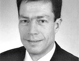 <em>Dipl.-Ing Christian Paul Felber</em><br />Jg.1959; 1980–985: Fachhochschule Konstanz, Maschinenbaustudium im Studiengang Konstruktion und Verfahrenstechnik, Vertiefungsrichtung Kraft- und Arbeitsmaschinen;<br />1985–1990: Konstruktions- und Entwicklungsingenieur bei Saurer-Allma GmbH, Kempten; 1990–1993: Projektleitung und Konstruktion bei Philipps Antriebstechnik GmbH, Immenstadt; 1993–2000: Eigenes Konstruktionsbüro mit Schwerpunkten in Antriebstechnik und Sondermaschinenbau; 2000–2006: Entwicklungsingenieur und Projektleiter bei Saurer-Allma GmbH, Kempten; <br />2007–2008: Leiter Textile Applikationen bei Interprecise Donath GmbH, Obermichelbach; seit 2008: Technischer Leiter bei MAT Mischanlagentechnik GmbH, Immenstadt-Seifen.<br />