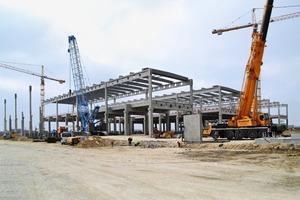"""<div class=""""bildunterschrift_en"""">The new logistics hall was erected on an area of 66,000 m²</div>"""
