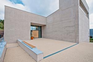 """<div class=""""bildtext"""">Der Zement für den durchgefärbten Leichtbeton stammt aus dem Werk Lengfurt der HeidelbergCement AG</div>"""