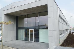 "<div class=""bildunterschrift_en"">Around 350 high-strength, ultra-thin façade panels measuring were installed on the new construction of the precast plant of Alphabeton AG </div>"