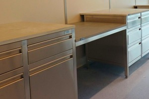 """<div class=""""bildtext_en"""">→ Prototype: testing of UHPC worktops for laboratory furniture systems under real-life laboratory conditions</div>"""