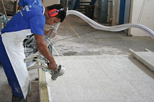 "<div class=""bildtext_en"">The CAD concrete for the Fastflex container modules is applied with a spray gun</div>"