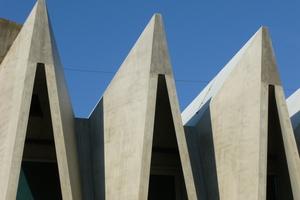 ... ebenso wie die Schalungen für die Betonfertigteile der Mülimatt-Sporthalle in Brugg in der Schweiz.