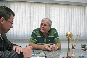 "<div class=""bildtext_en"">Helmut Holzberger welcomes BFT editor, Silvio Schade, at the headquarters in Rio Claro for an interview</div>"